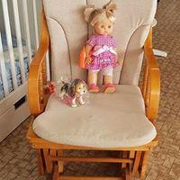 Sedia a dondolo in legno con poggia gambe € 99.00